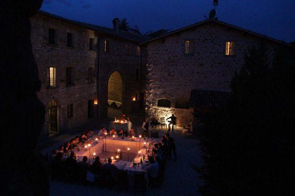 Banchetto all'aperto - Castello di Petroia