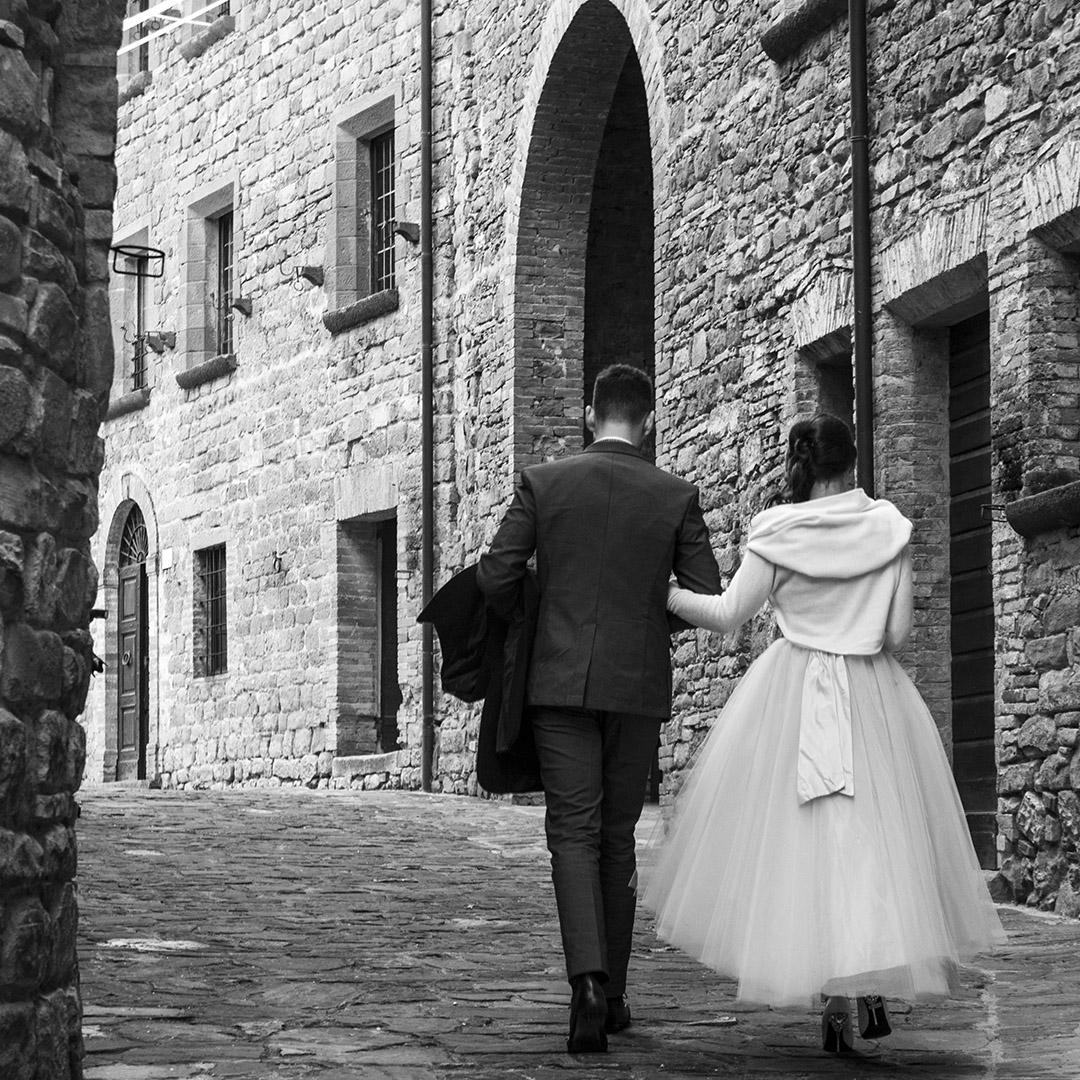 sposi_nella_via_del_castello