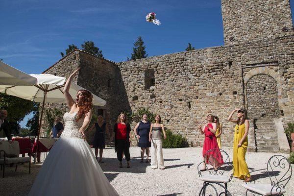 Lancio del Bouquet - Sposarsi al Castello di Petroia