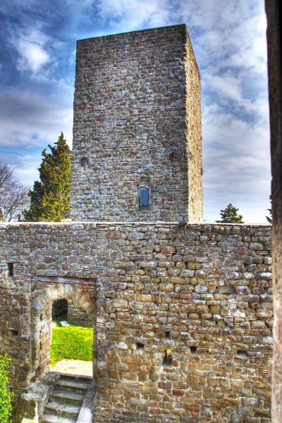La Torre medievale del Castello di Petroia
